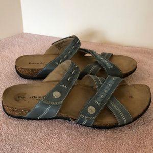 Earth origins size 8 blue leather sandals. EUC